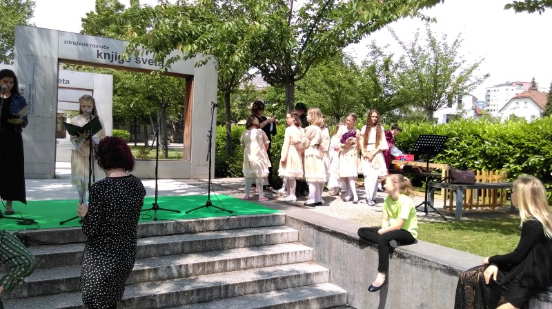 prireditev-rastoca-knjiga-ljubljana-maj-2016-05